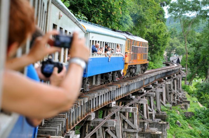 kanchanaburi bangkok train