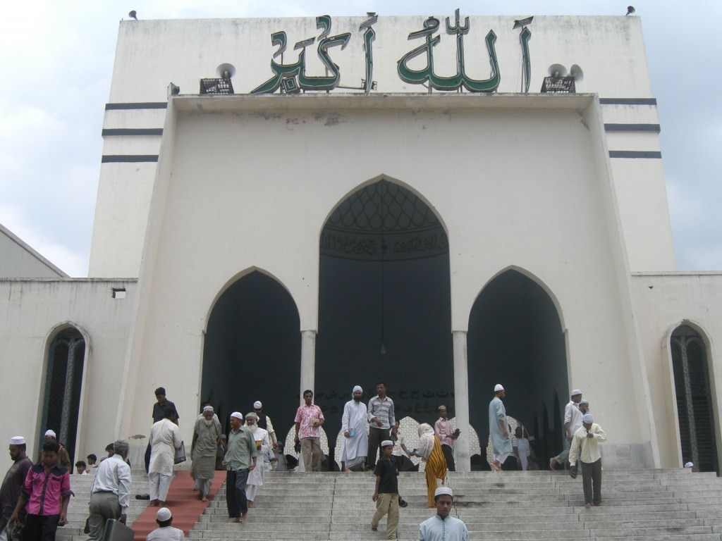 Things to see in Bangladesh,   the largest mosque in dhaka