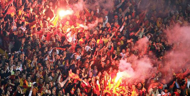 crazy galatasary fans