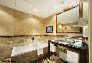 Hotel-Savic-Bathroom-with-Mirror