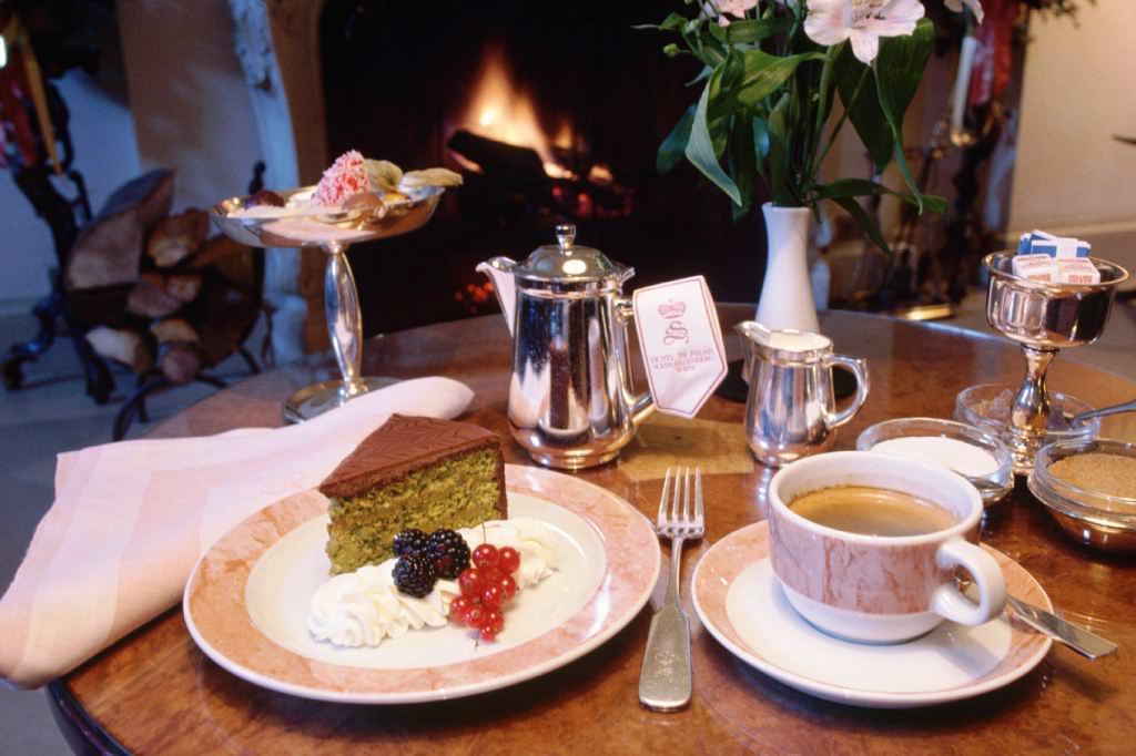 coffee-and-cake-in-viennese-coffee-houses-verbalists-travel