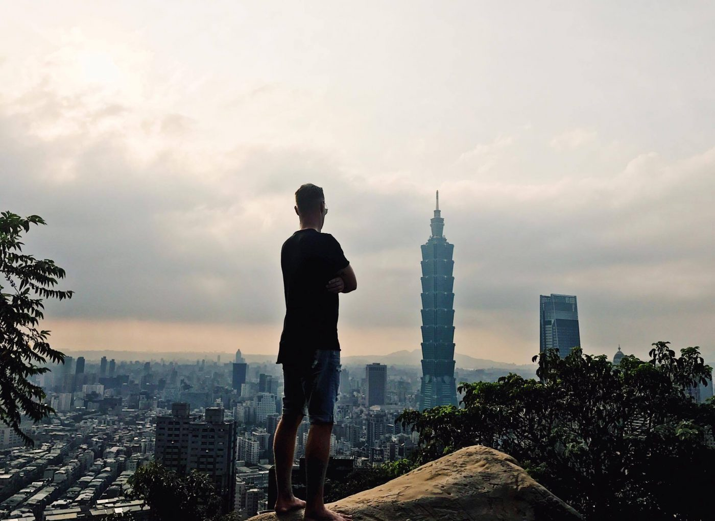 Hiking elephant mountain in Taipei